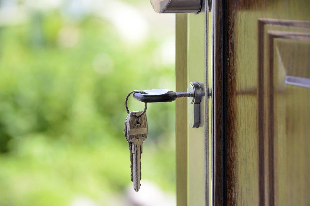 ocupar viviendas es legal en cataluña